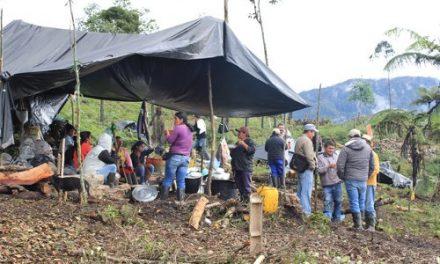 Denuncia: 3000 campesinos son cercados por la fuerza pública