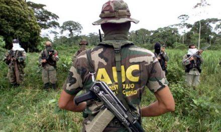 Inician salida de paramilitares sin que los derechos de las víctimas hayan sido reconocidos