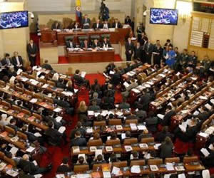 """Congreso aprueba en primer debate el proyecto de """"Ley de Victimas"""""""