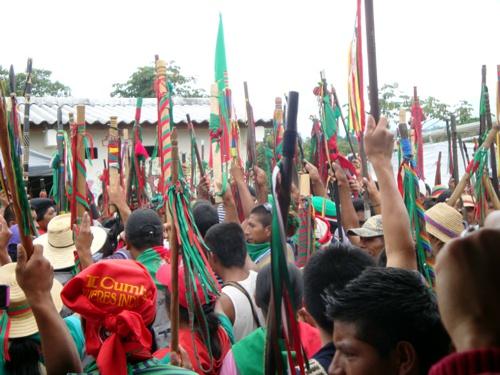 Violentos amenazan a comunidades indígenas del Cauca