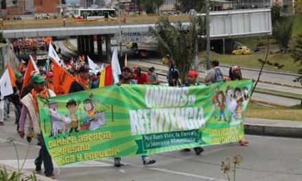 La Cumbre cumple: gran  movilización de indignados en Bogotá